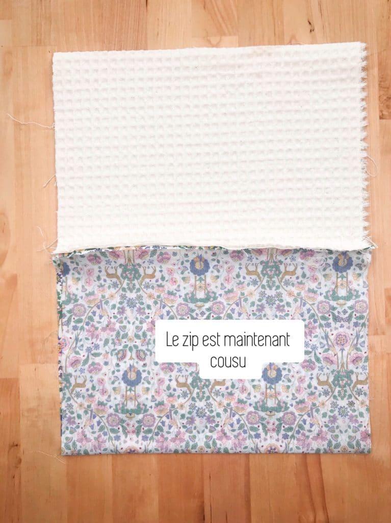 Vous obtenez un ouvrage avec la doublure éponge d'un côté et le coton imprimé de l'autre.