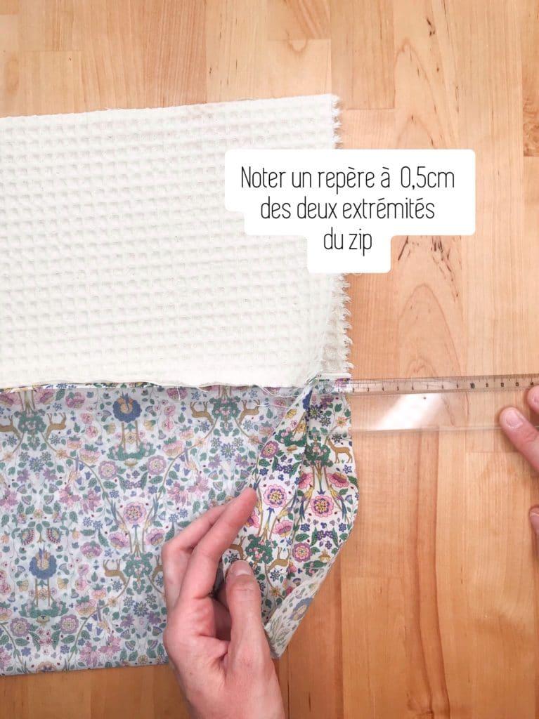 Comptez 0,5 cm d'espace libre à chaque extrémité de la fermeture éclair