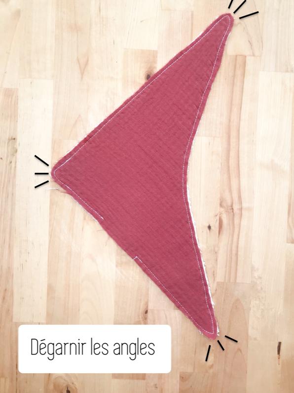 Découpez l'excédent de tissu et dégarnissez les angles.
